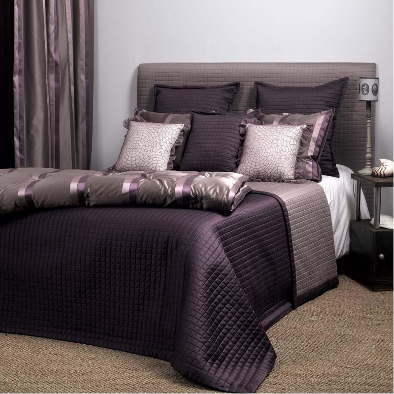 jet de lit elle finit parfaitement la d co de ma chambre. Black Bedroom Furniture Sets. Home Design Ideas